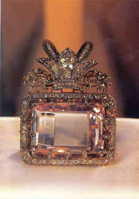 The_Daria-e_Noor_(Sea_of_Light)_Diamond_from_the_collection_of_the_national_jewels_of_Iran_at_Central_Bank_of_Islamic_Republic_of_Iran